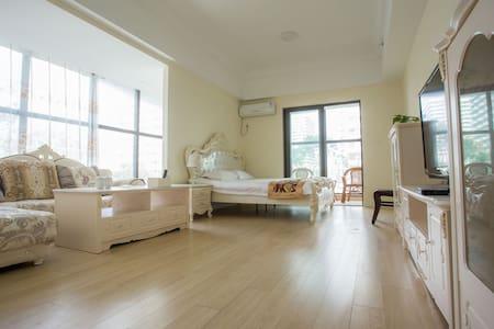 青岛假日海湾度假公寓豪华园景大床房 - Qingdao