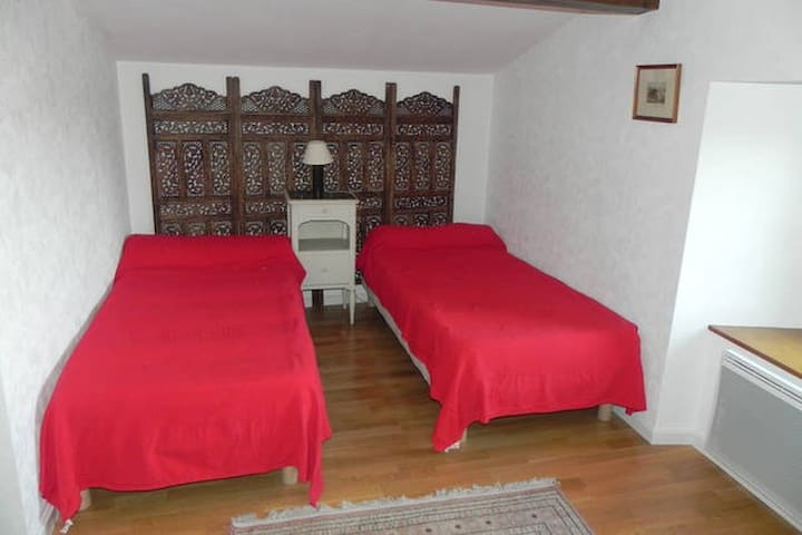 Ferme Entremains Chambres  Sabots - Thizy-les-Bourgs - Bed & Breakfast
