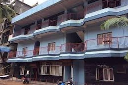 Hari Om Gokarna With Twin Room With Shared Bathroom