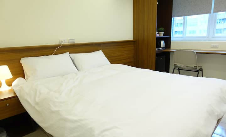 08 Newly Renovated Downtown MRT Metro Hotel Suite