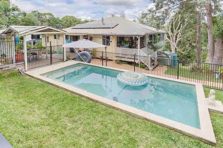 Cooran Queenslander and Cooran cottage, sleeps 10