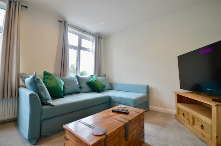 Lovely modern flat + parking near Airbus, UWE, MOD