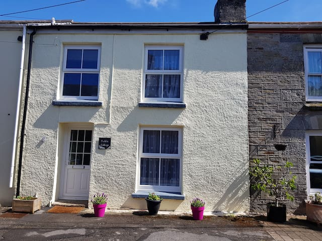 Lovely homely cottage with parking nr Fowey, beach