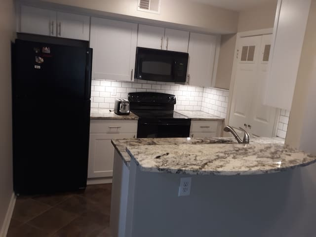 2 bedroom (each with king bd) condo, west downtown