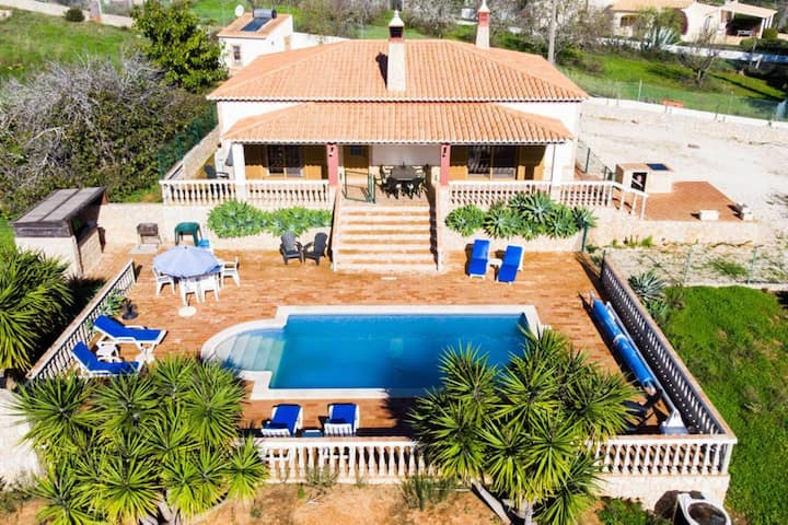 Casa Rina - 3 Bed Villa With Pool, 5 Min Drive To Beaches & 7 Min To Town