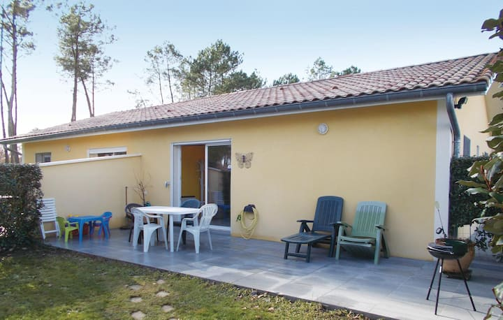 Nice home in Soustons with WiFi and 2 Bedrooms