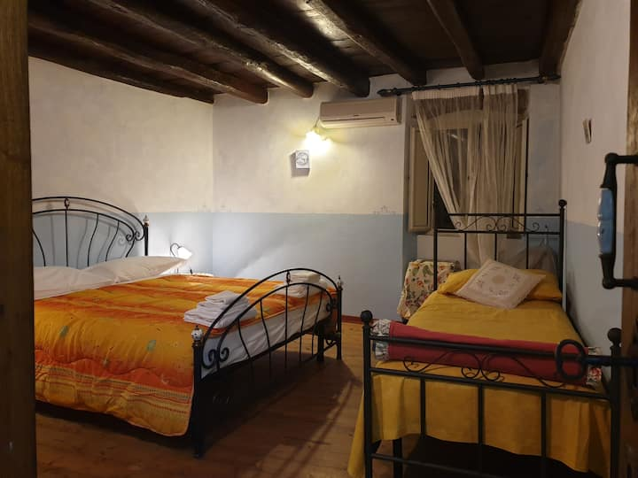 Van Gogh room in vintage Sardinia holiday home