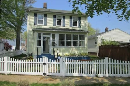 Cozy beach house by Yale and NYC - West Haven - Dům