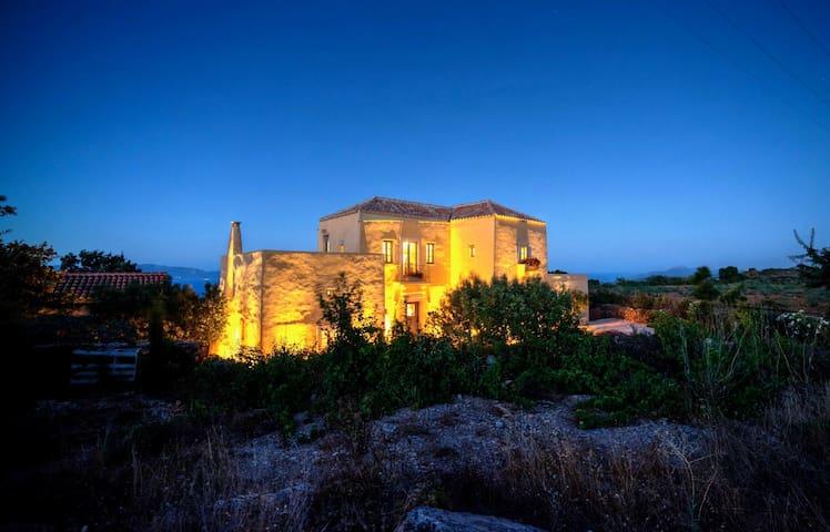Superb mountaintop villa & spectacular sea views