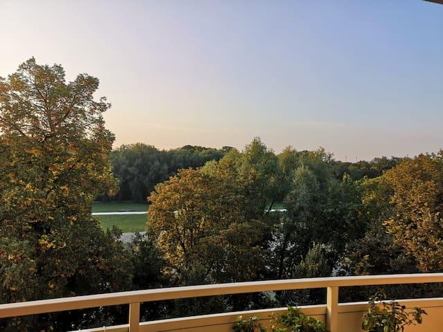 Isarwohnung mit zwei Balkonen, zentral, Isarblick