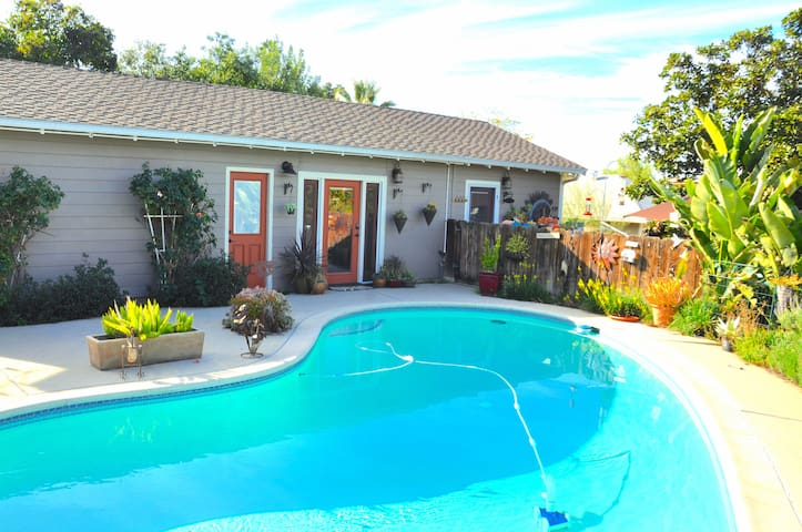 DETACHED SOUTH REDLANDS CHARMING STUDIO WITH POOL!
