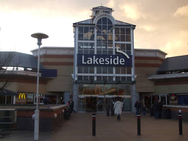 Nr Lakeside . Close To M25/A1