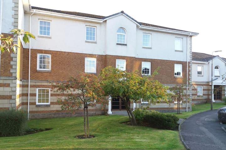 2 bed apartment in Livingston, near Edinburgh