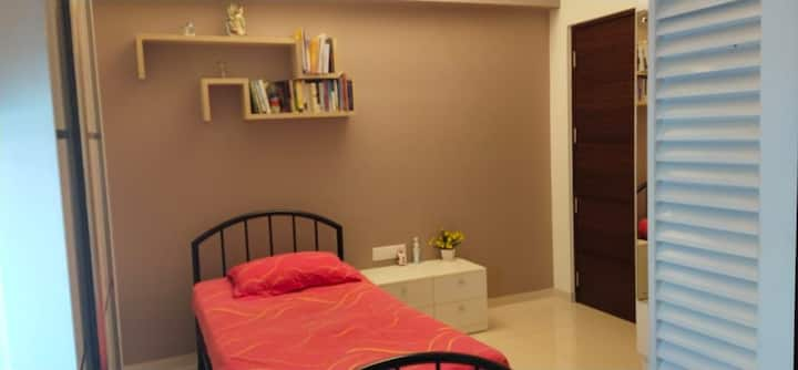 Modern Homely room W/AC in Kakkanad ,CBD & WFH