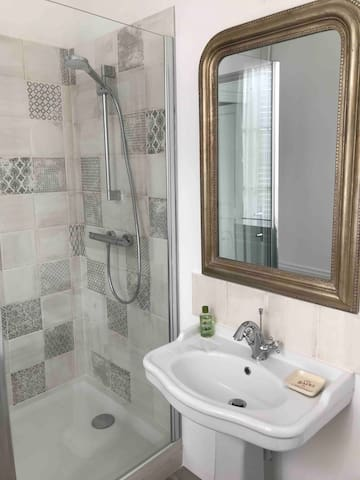 Salle de douche, wc privé