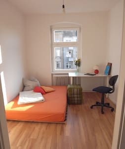 Sunny flat, cosy atmosphere - Berlin
