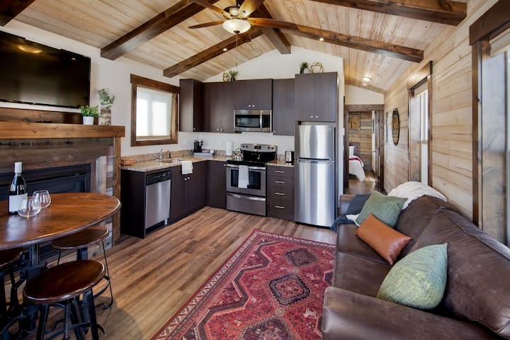 GRAND TETON QUEEN CABIN @ Teton Valley Resort