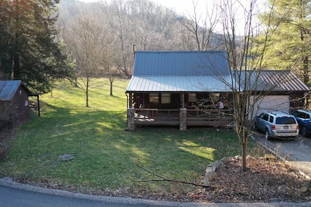 3 BR Cabin located in the heart of Monroe County