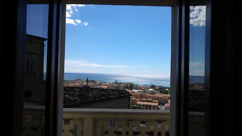 Apartment in the historic centre with sea view