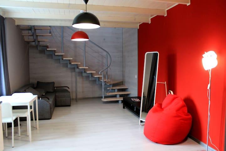 Supeior 2-Level Apartment