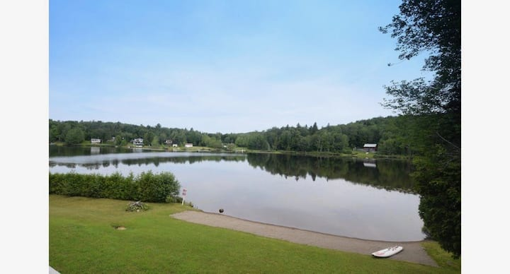 Chalet Coco-Lake Front-7min from Complex Atlantide