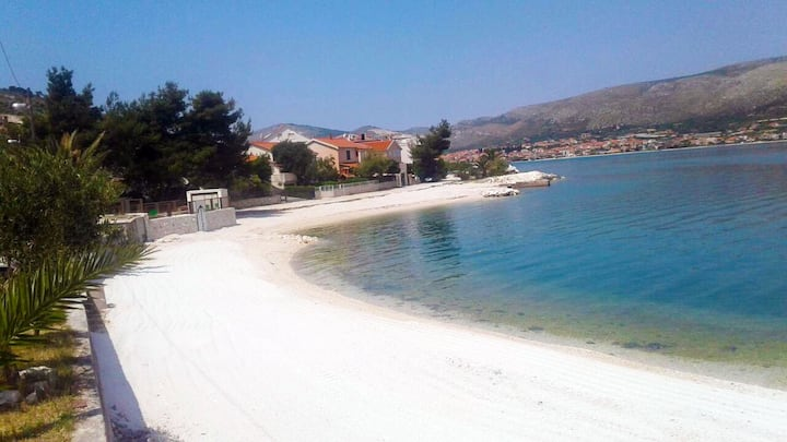Small apartment  near sea / TROGIR