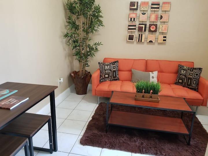 Cozy apartment 4 blocks of calle 8
