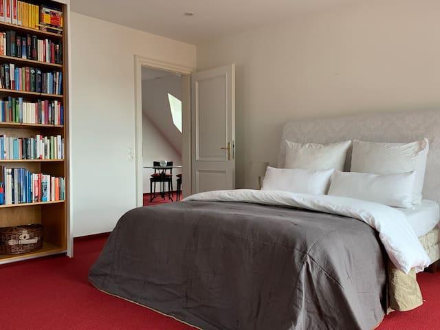 Sonnige Suite in Villa