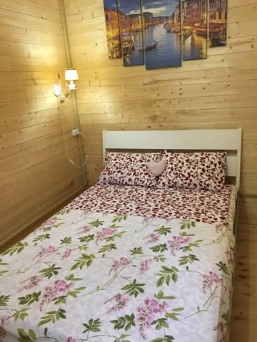 Домик №2-Спальня.Двуспальная кровать 140 х 200 (Икея)