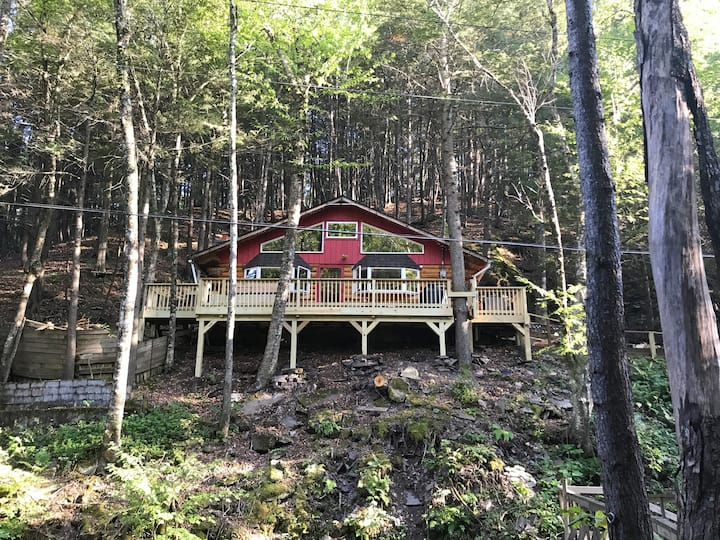 Catskills log cabin in Phoenicia, NY