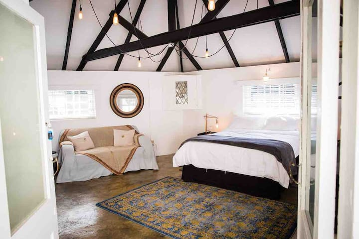 A Perfect City Hideaway in Parktown North