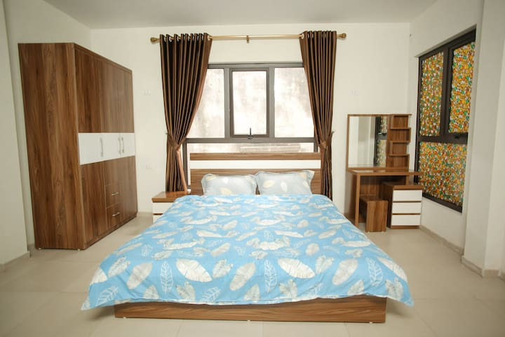 HT45* 1bed service Apt* facilities*lift* West Lake