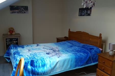 Large bright double bedroom - Talo