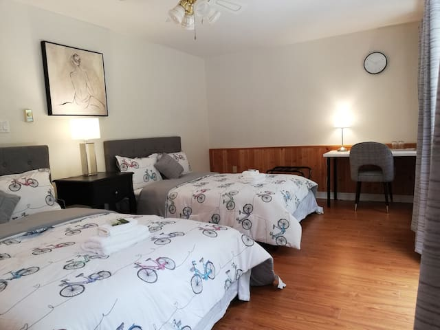 Steps to Sunnybrook Park,close 2 dt Subway,2 bed 5