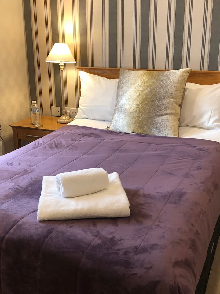 Single, en suite room in Castle Donington