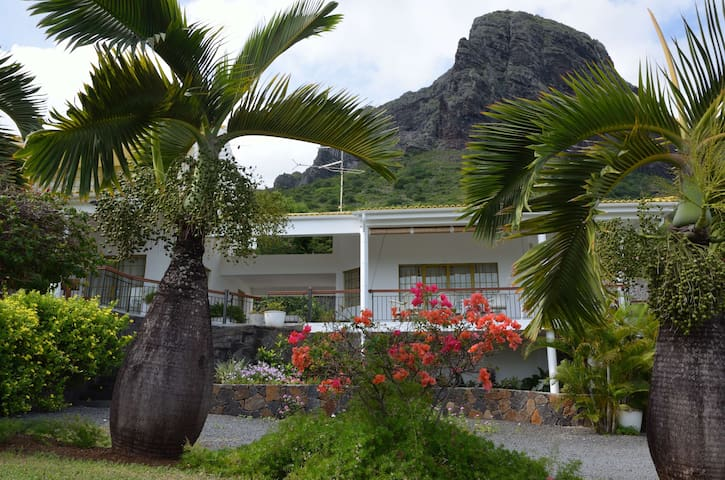 Spacious villa overlooking the Le Morne lagoon - Le Morne Brabant - Villa