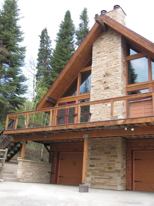 Welcome to Ski View Haus, your ideal vacation home in Steamboat Springs, CO!