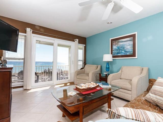 Pet-friendly Vacation Rental in Navarre Beach, Sandollar 06, Gulf-front balcony, Beach chair and Umbrella included