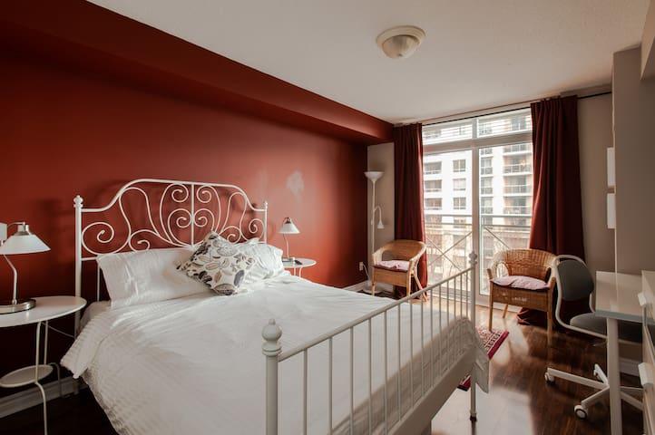 5-Star Master Bedroom/Privet bathroom 1 min subway