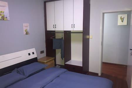 日月湖畔,万达旁,现代简约大床房