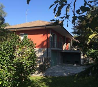 Ferienwohnung, neu renoviert, ruhig gelegen - Feriolo - Pis