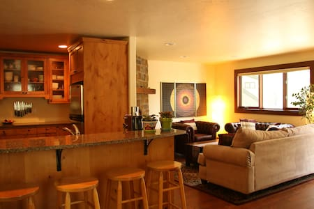 Beautiful condo in a forest of aspens in East Vail - Vail - Apartament