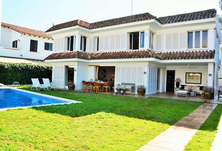 Villa Sitges Alegre: 3 minutos a pie de la playa