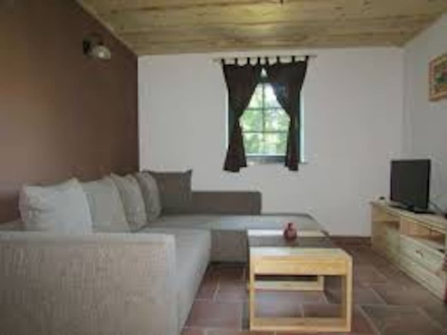 Featuring a garden and barbecue, Apartmaji Koželj is located in Ribnica na Pohorju. Rimske Toplice is 45.1 km from the property. Free private parking is available on site.
