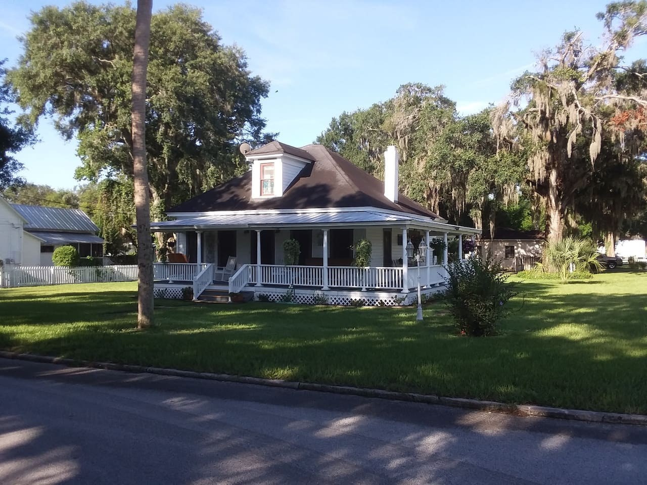 "Vintage Florida Neo-Classical Home $65.00/ night Restored 100 + year old Florida ""Cracker"" home; tastefully decorated offers wrap around porch with plenty of seating.  Large second floor room with private bathroom/shower and WiFi offers 2 twin beds and lots of ""Old Florida Charm"".  One mile from Z-hills airport, close to multiple shopping centers yet only 2 blocks from downtown Zephyrhills and 30 minutes from downtown Tampa.  Fresh baked cookies await your arrival and breakfast awaits your morning taste buds.   No smoking and ""Rebel"", the house cat says no to other pets."
