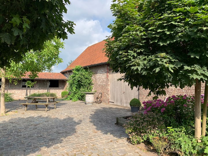 Back to basics-loft next to horse farm near Knokke