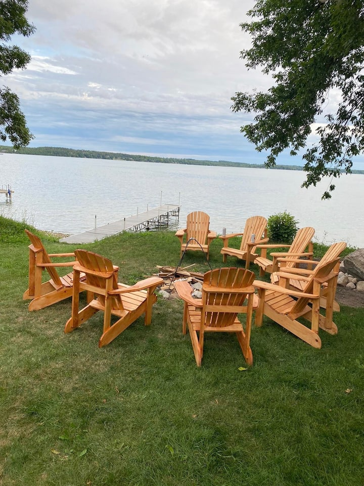 """""""Relaxing Bear Lodge"""" - Luxury Lakefront Vacation"""