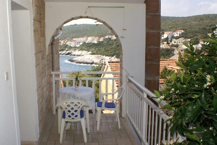 Room with balcony Zavalatica (Korčula) (S-547-e)
