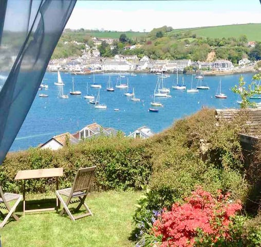 STUNNING water views, Central FAL GARDEN Cottage
