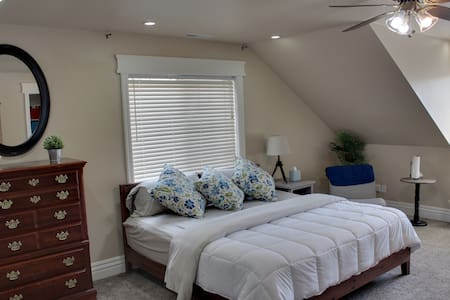 Large Mountainside Room with King & Twin Bed